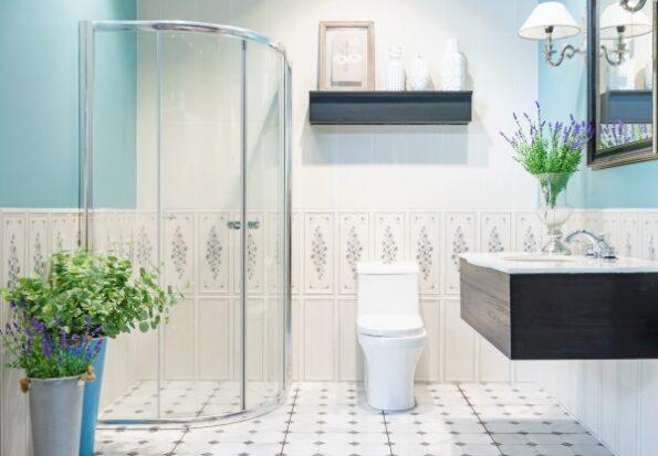 Embellece tu baño con una mampara de cristal sin marco