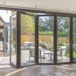 Puertas de PVC plegables y correderas para el verano